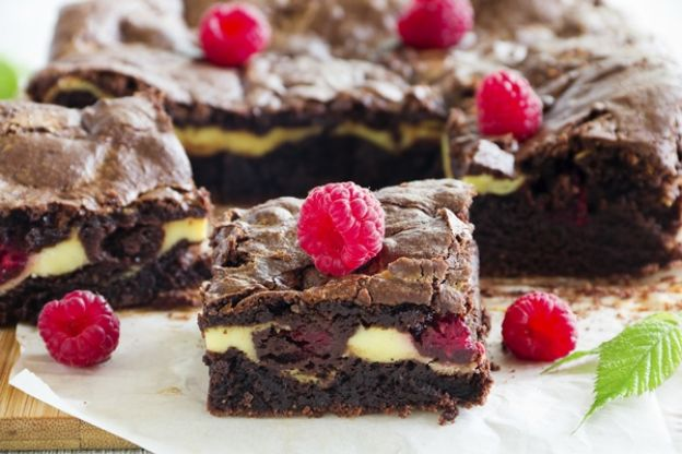 Brownie com chocolate e framboesas