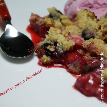 Crumble de Morangos e Mirtilos