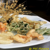 Tempura de legumes e frutos do mar